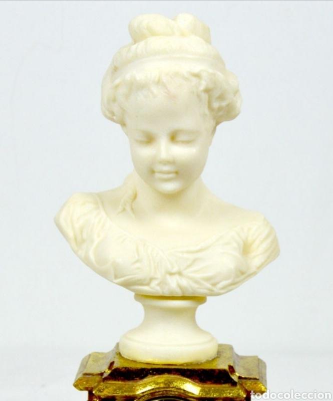Varios objetos de Arte: Bellísimo Reloj sobremesa con figura de mujer estilo romantico.En en resina.36X15.Función pila 1,5 V - Foto 3 - 180276520
