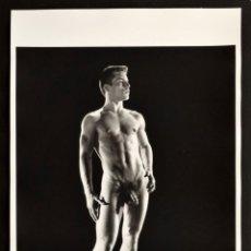 Varios objetos de Arte: LARGE NUDE JOE DALLESANDRO PHOTO, BRUCE BELLAS ESTATE . BRUCE OF LOS ANGELES ARCHIVE: MALE PHYSIQUE . Lote 181122881