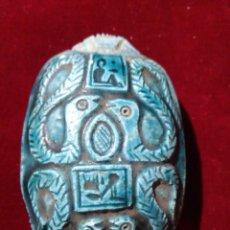 Varios objetos de Arte: ANTIGUO ESCARABAJO EGIPCIO EN PORCELANA O PIEDRA TALLADO Y ESMALTADO. Lote 186458100