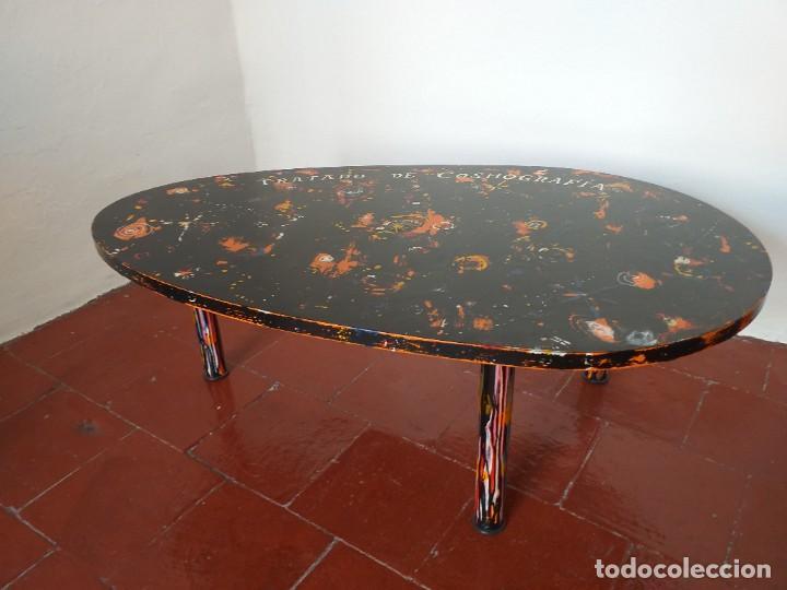 Varios objetos de Arte: Mesa baja.Tratado de cosmografía.Pieza única. - Foto 2 - 186462121