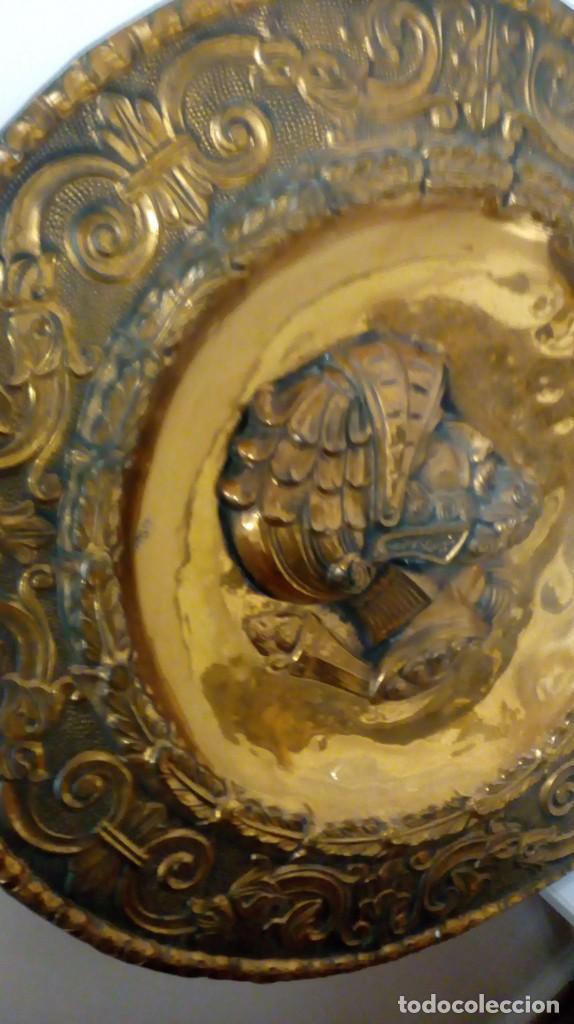 Varios objetos de Arte: PLATO DE COBRE CON RELIEVE DE SOLDADO - Foto 3 - 187438238