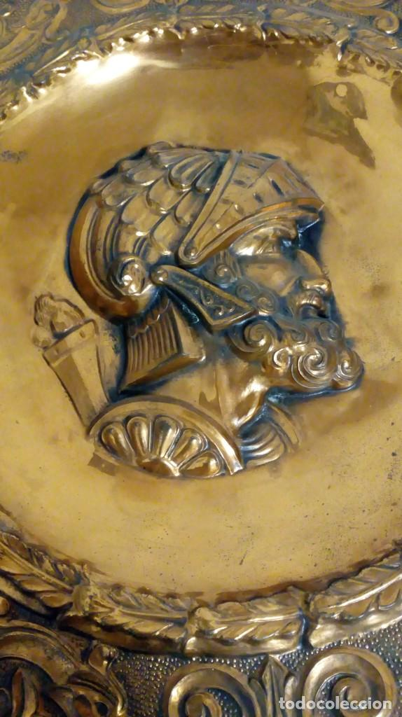 Varios objetos de Arte: PLATO DE COBRE CON RELIEVE DE SOLDADO - Foto 6 - 187438238