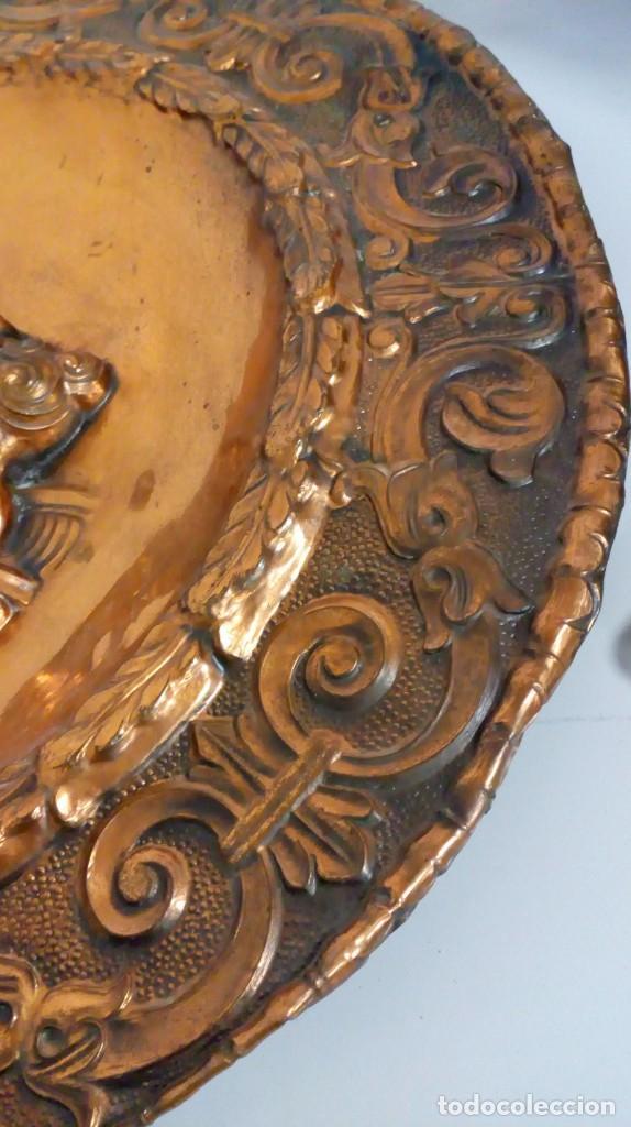 Varios objetos de Arte: PLATO DE COBRE CON RELIEVE DE SOLDADO - Foto 7 - 187438238