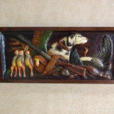 Varios objetos de Arte: CUADRO TALLADO EN MADERA TEMA DE CAZA 72 CM X 32 CM. Lote 94692727