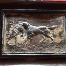 Varios objetos de Arte: MARCO CON ESCENA DE CAZA EN METAL. Lote 194592100