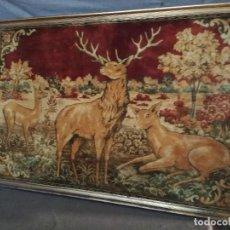 Varios objetos de Arte: CUADRO DE GRAN FORMATO CON TAPIZ DE CIERVOS, UNOS 155 X 103 CMS.. Lote 194593373