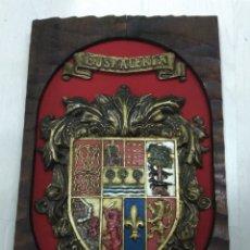 Varios objetos de Arte: ANTIGUO ESCUDO DE EUSKALERRIA EN MADERA MACIZA TALLADO Y POLICROMADO ZAZPIAK BAT PAIS VASCO BASQUE. Lote 194706853