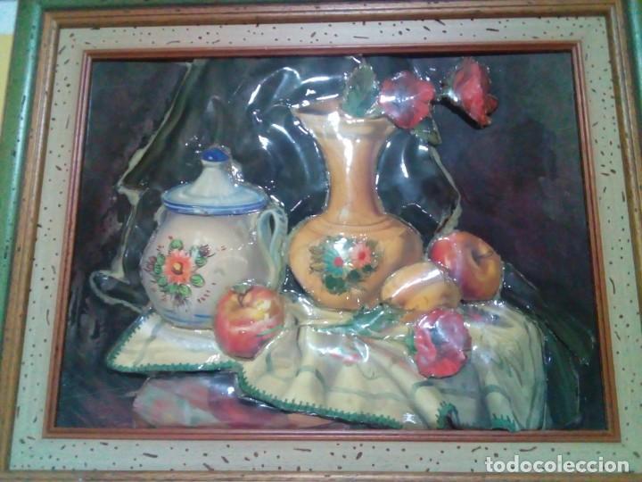 BONITO CUADRO CON RELIEVE ESMALTADO (Arte - Varios Objetos de Arte)