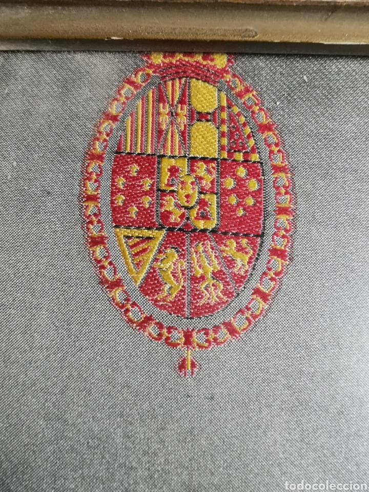 Varios objetos de Arte: Espectacular retrato en seda de Don Alfonso de Borbón. 1926. - Foto 3 - 199693117