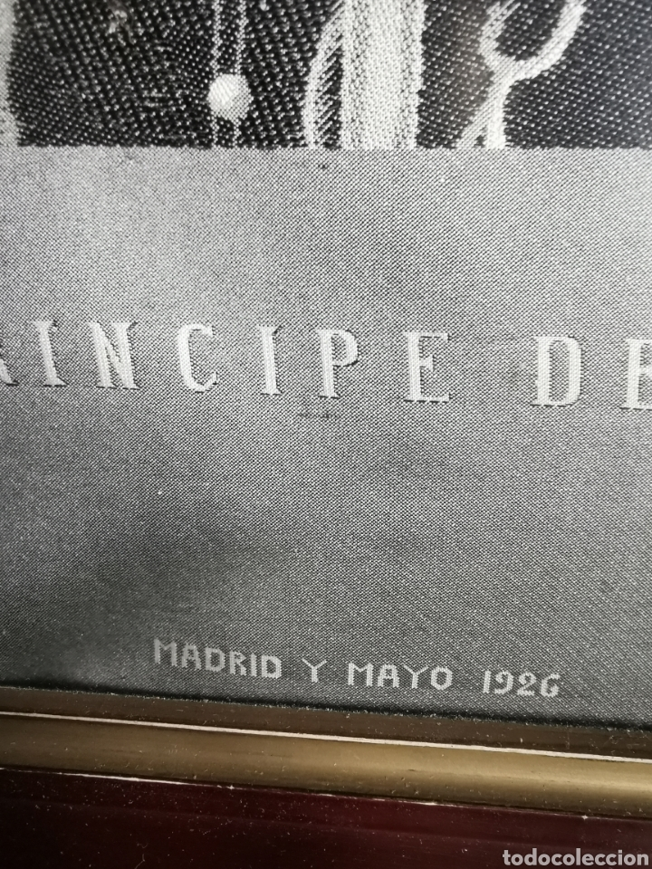 Varios objetos de Arte: Espectacular retrato en seda de Don Alfonso de Borbón. 1926. - Foto 6 - 199693117