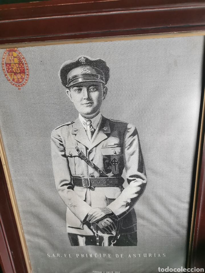 Varios objetos de Arte: Espectacular retrato en seda de Don Alfonso de Borbón. 1926. - Foto 8 - 199693117