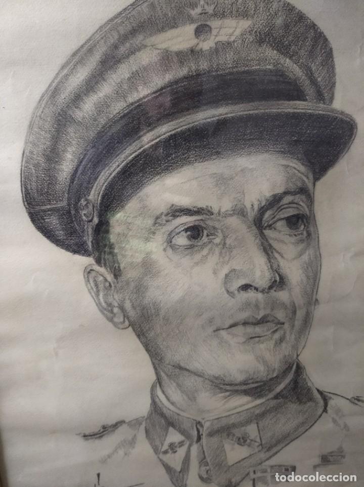 Varios objetos de Arte: Retrato enmarcado de militar en carboncillo. 1969. - Foto 3 - 200403718