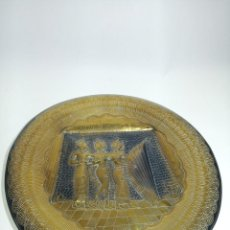 Varios objetos de Arte: GRAN PLATO DE COBRE O LATÓN REPUJADO CON MOTIVOS DE MUJERES MÚSICAS EGIPCIAS. 40 CM. DE DIÁMETRO.. Lote 204334678