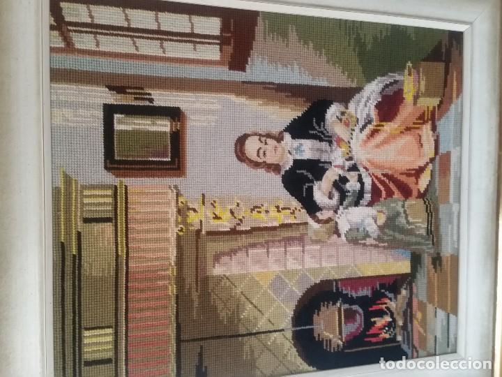 Varios objetos de Arte: ANTIGUIO CUADRO ANOS 30,40 HECHO A PUNTO DE CRUZ EL MARCO EM MADEIRA PINTADO POLVO ORO - Foto 2 - 205451775