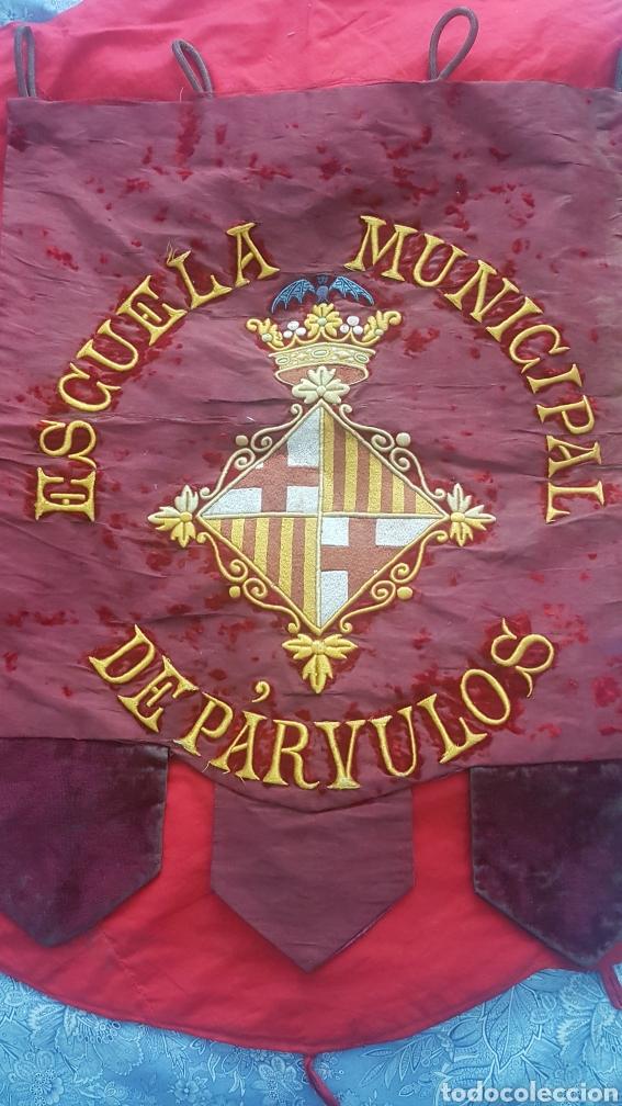 Varios objetos de Arte: Antiguo estandarte escuela municipal de párvulos. Ayuntamiento de Barcelona - Foto 2 - 210647496