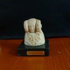 Varios objetos de Arte: PEQUEÑO BUSTO DE LA DAMA DE ELCHE SOBRE PEANA DE GRANITO O MÁRMOL. Lote 211518559