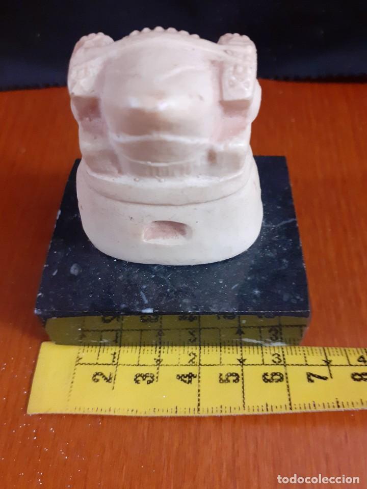 Varios objetos de Arte: Pequeño busto de La Dama de Elche sobre peana de granito o mármol - Foto 3 - 211518559