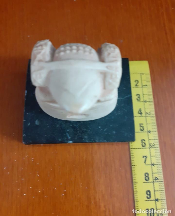Varios objetos de Arte: Pequeño busto de La Dama de Elche sobre peana de granito o mármol - Foto 4 - 211518559