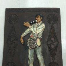 Varios objetos de Arte: ANTIGUO CUADRO TXISTULARI SOBRE TABLA TALLADA Y POLICROMADA CHISTULARI EUSKALERRIA PAIS VASCO BASQUE. Lote 211971482
