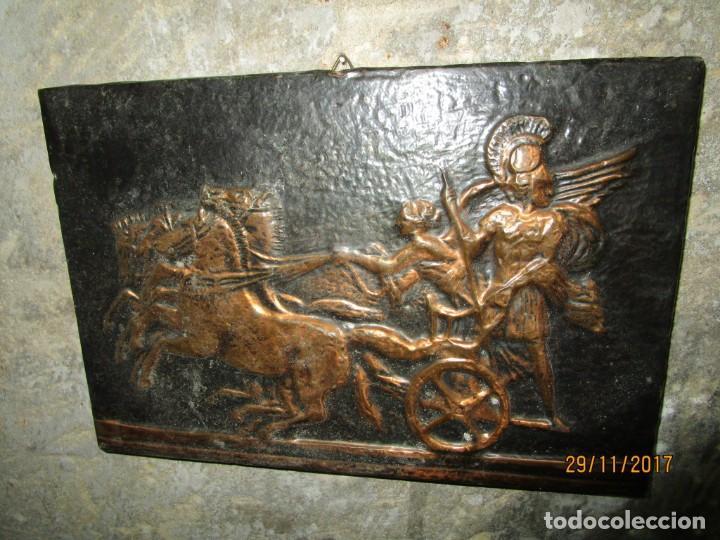 Varios objetos de Arte: ANTIGUO BAJO RELIEVE DE MADERA Y REPUJADO EN COBRE CARRO DE COMBATE GRIGO - Foto 2 - 212739458