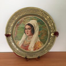 Varios objetos de Arte: PLATO DE METAL ANTIGUO PINTADO A MANO. Lote 213921152