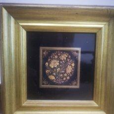 Varios objetos de Arte: CUADRO CON DAMASQUINADO TOLEDANO, ENMARCADO 21X21CM. Lote 214214298