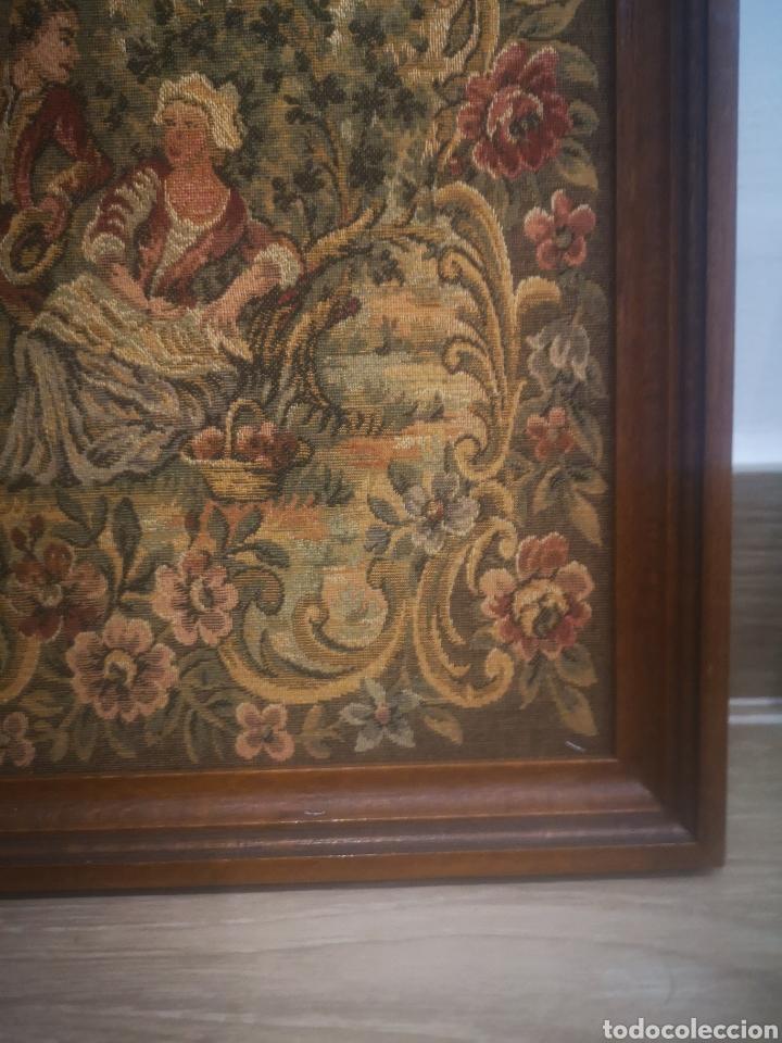 Varios objetos de Arte: PEQUEÑO TAPIZ ESCENA ROMÁNTICA, CON MARCO 25X27CM - Foto 3 - 214215153