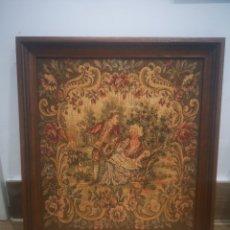Varios objetos de Arte: PEQUEÑO TAPIZ ESCENA ROMÁNTICA, CON MARCO 25X27CM. Lote 214215153