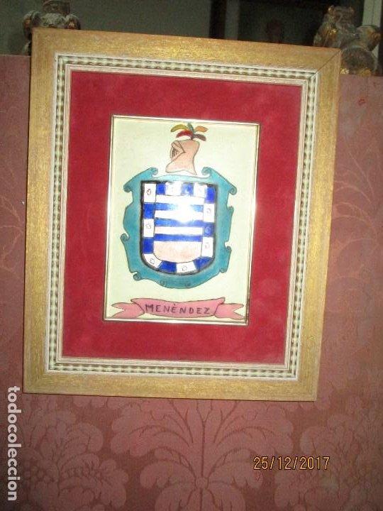 Varios objetos de Arte: ESCUDO HERALDICO MENENDEZ ESMALTE EN PORCELANA ENMARCADO POR PETEN ALICANTE - Foto 3 - 214812715