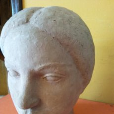 Varios objetos de Arte: ORIGINAL. OBRA DE FRANCESC GASSÓ. MUJER. EN CERÁMICA. MEDIDAS 16*21*15 CM. Lote 214818181