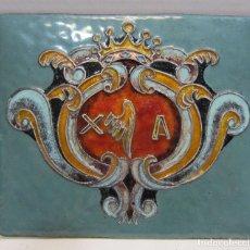 Varios objetos de Arte: PLACA CON ESMALTE CON ESCUDO DESCONOCIDO. ALA. HILOS DE PLATA. 10 X 12 CM. Lote 215023065
