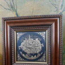 Varios objetos de Arte: CIUDAD DE TOLEDO DAMASQUINADA EN ORO AMARILLO DE 24 KILATES Y ORO VERDE DE 18 KILATES. Lote 217158313