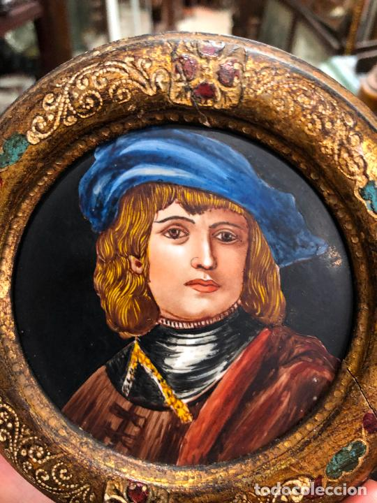 Varios objetos de Arte: PINTURA RETRATO DE REMBRANDT SOBRE PORCELANA Y MARCO DE MADERA - MEDIDA MARCO 12CM E INTERIOR 9,5 CM - Foto 2 - 217606552