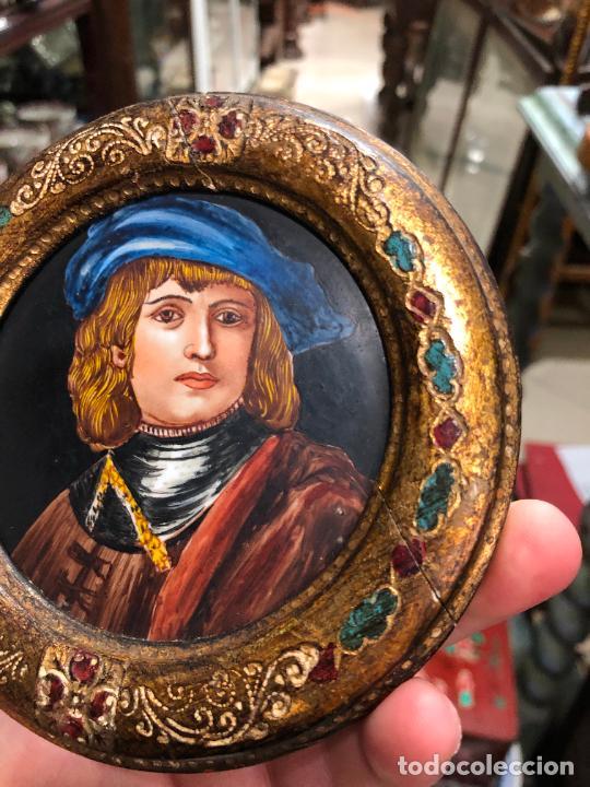 Varios objetos de Arte: PINTURA RETRATO DE REMBRANDT SOBRE PORCELANA Y MARCO DE MADERA - MEDIDA MARCO 12CM E INTERIOR 9,5 CM - Foto 6 - 217606552