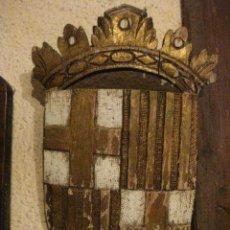 Varios objetos de Arte: TALLA DE MADERA DE ESCUDO DE BARCELONA PINTADO A MANO. Lote 222012583
