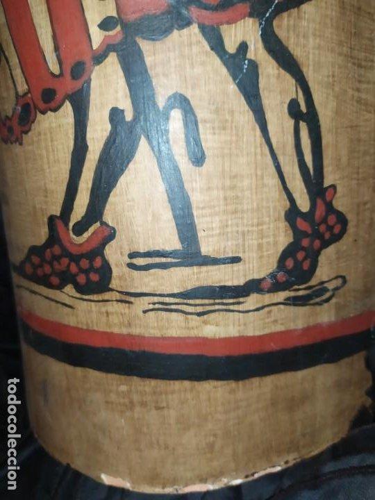 Varios objetos de Arte: TEJA DECORACIÓN ANTIGUA? SOCARRAT FIRMADO PRESEN BONITO VALENCIANO PORTANDO BANDERA? - Foto 3 - 224557097