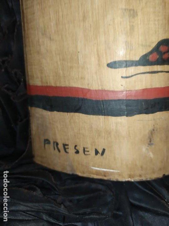 Varios objetos de Arte: TEJA DECORACIÓN ANTIGUA? SOCARRAT FIRMADO PRESEN BONITO VALENCIANO PORTANDO BANDERA? - Foto 4 - 224557097