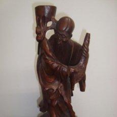 Varios objetos de Arte: BONITA FIGURA MONJE ASIATICO , EN MADERA TALLADA , CAOBA. Lote 227208529
