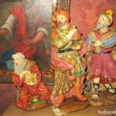Varios objetos de Arte: ANTIGUOS REYES MAGOS MUY GRANDES DE BELEN 30 CMS SON DE PLASTICO RIGIDO HUECOS. Lote 228843495