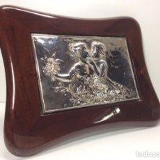 Varios objetos de Arte: CUADRO CON PLACA DE PLATA REPUJADA.33X26CN CON MARCO.SIN MARCO 21.5X14CM. Lote 233183890