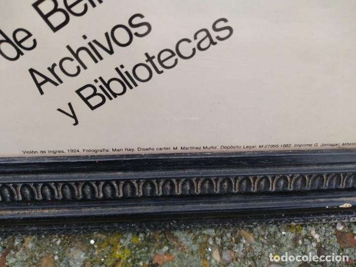 Varios objetos de Arte: Man Ray Le Violin cartel enmarcado exposición Sala Pablo Ruiz Picasso Madrid 1982 Med.110 x 80 cm. - Foto 6 - 49167945