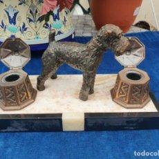 Varios objetos de Arte: MAGNIFICA ESCRIBANIA DOBLE ANTIGUA MARMOL Y COBRE ESCULTURA PERRO (FOX TERRIER) ORIGINAL 530,00 €. Lote 242220530