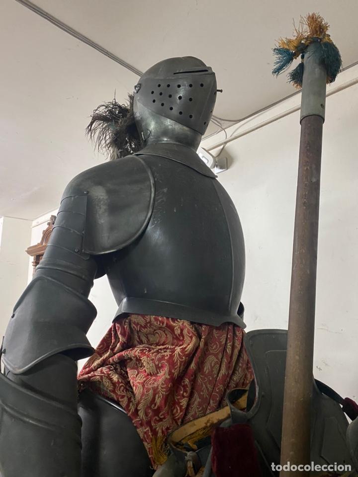 Varios objetos de Arte: CABALLO DE CARTON PIEDRA CON ARMADURA Y LANZA. TAMAÑO REAL. PRINCIPIOS S.XX. - Foto 5 - 248675385