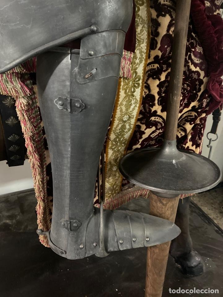 Varios objetos de Arte: CABALLO DE CARTON PIEDRA CON ARMADURA Y LANZA. TAMAÑO REAL. PRINCIPIOS S.XX. - Foto 11 - 248675385