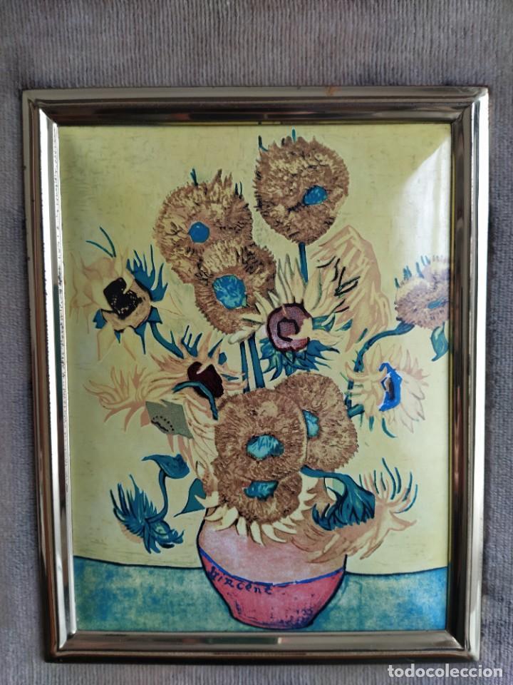 Varios objetos de Arte: CUADRO ESMALTADO VAN GOGH / LOS GIRASOLES. MARCO DE MADERA MIDE 39 CM x 44,5 CM - Foto 2 - 254003055