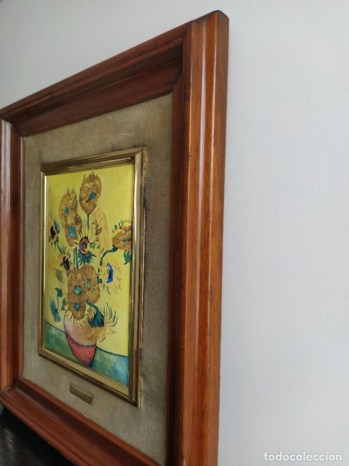 Varios objetos de Arte: CUADRO ESMALTADO VAN GOGH / LOS GIRASOLES. MARCO DE MADERA MIDE 39 CM x 44,5 CM - Foto 3 - 254003055