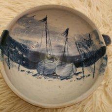 Varios objetos de Arte: TAZÓN DE BARRO ARTESANAL CON MARINA O BARCAS. Lote 268868474