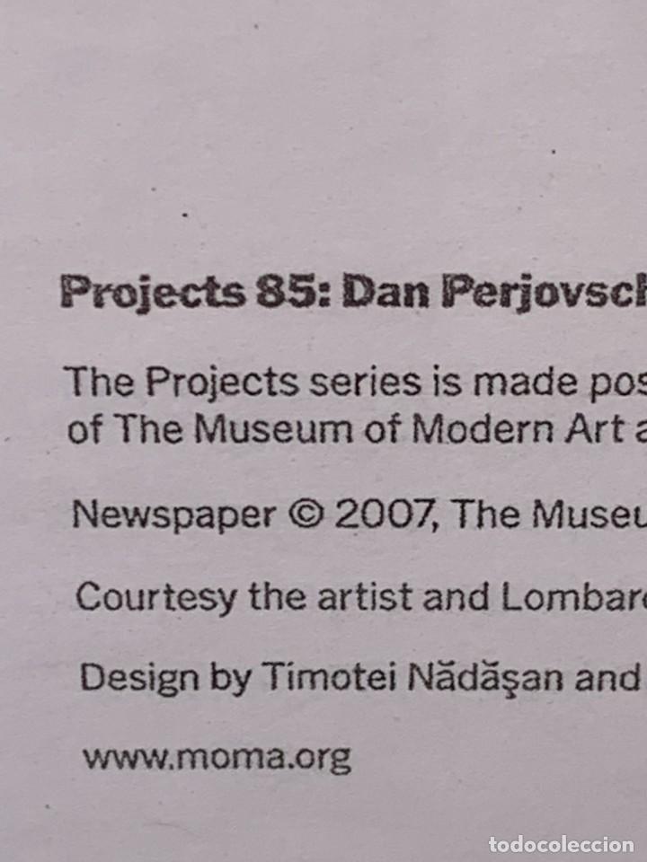 Varios objetos de Arte: LAMINA PROJECTS 85 DAN PERJOVSCHI ORGANIZED ROXANA MARCOCI THE MUSEUM OF MODERN ART NEW YORK 2007 - Foto 40 - 269354633