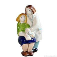 Varios objetos de Arte: MEDICA Y PACIENTE. Lote 278406013