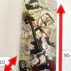 """Varios objetos de Arte: LIENZO CON COLAGE """"HOMENAJE A LA MUSICA"""", VIOLÍN SOBRE LIENZO Y PARTITURAS.. Lote 288530358"""
